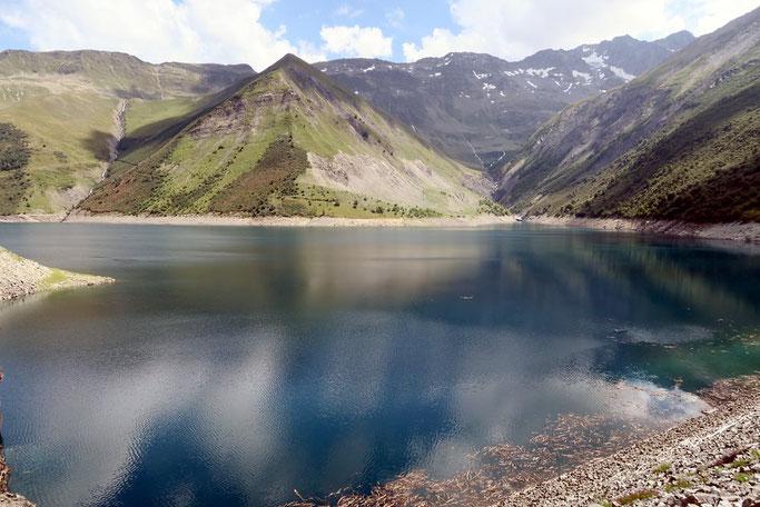 Lac d'altitude dans les Alpes