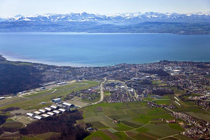Panorama Friedrichshafen mit Messe und Flughafen, Quelle: Tourist-Info Friedrichshafen