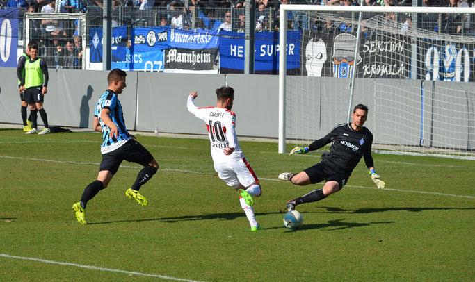VfB II-Stürmer Gabriele scheiterte mehrmals am Mannheim-Keeper. (Foto: eigene Aufnahme)