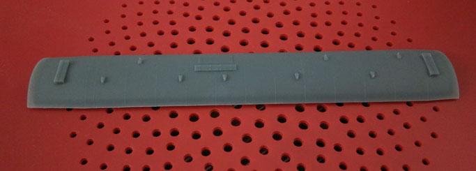 Modellbau: Durch additive Fertigung (3D Druck) hergestelltes Wagondach einer Modelleisenbahn.