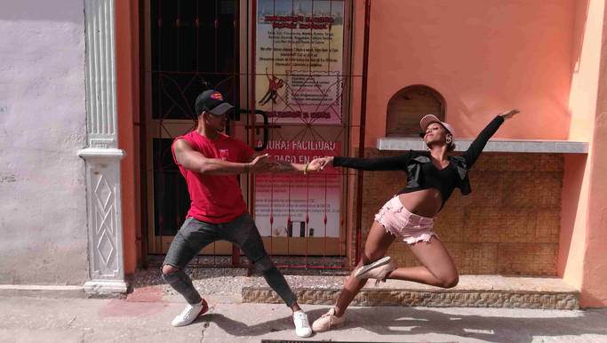 Dance school Salsabor a Cuba (on the right)
