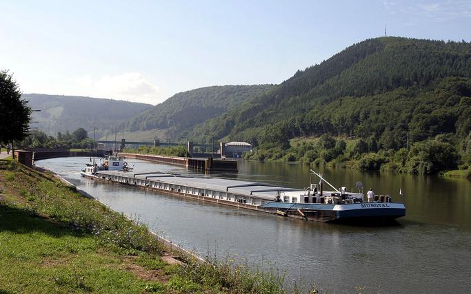 Schleuse Faulbach (die Gemeinde Faulbach ist auf dem Bild links)
