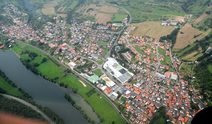 Eine Aufnahme aus einem Flugzeug von Collenberg