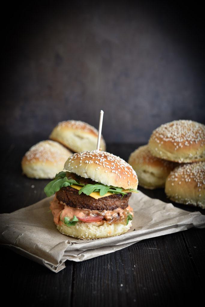 Burger Buns selbst gemacht mit Beyond Meat Patty getestet, vegetarisch, vegan, Thermomix