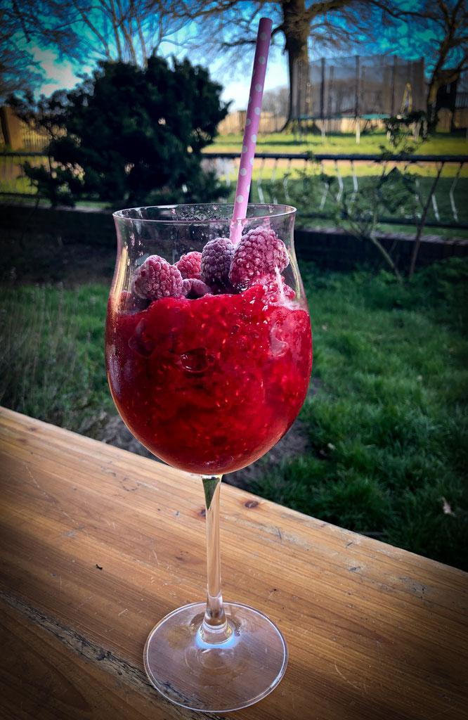 Lillet Slushie mit Himbeeren und Tonic, perfektes Sommergetränk, Thermomix