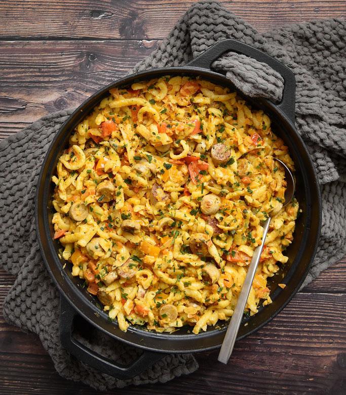 Spätzle Pfanne mit Gemüse und Bratwürstchen