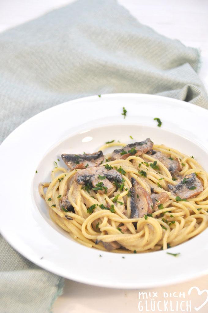 Alfredo Soße mit Pilzen zu Nudeln vegan möglich Pilz Sahne Soße vegetarisch Thermomix