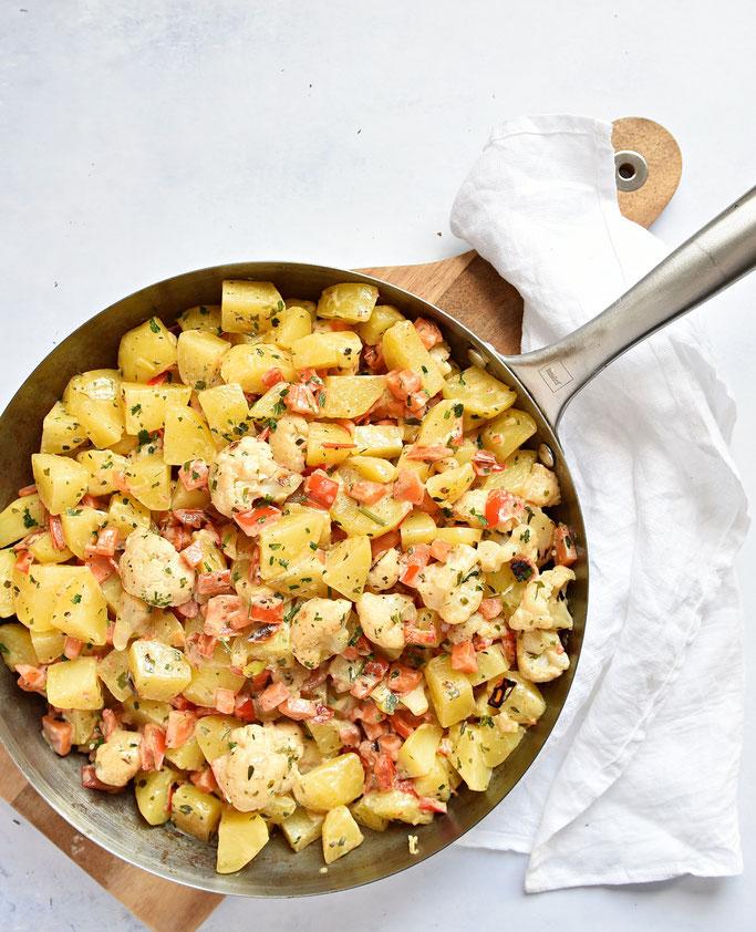 Kartoffelpfanne mit Gemüse und Frischkäse