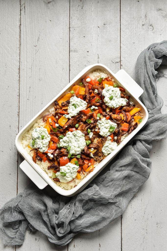 Gyros Reis Auflauf mit Paprikaschoten, Zwiebeln, Tzatziki, vegetarisch, vegan möglich, z.B. aus dem Thermomix