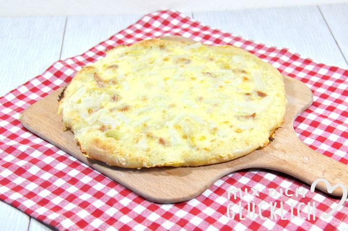 Spargel Pizza mit frischem Spargel und Sauce Hollondaise vegan möglich aus dem Thermomix