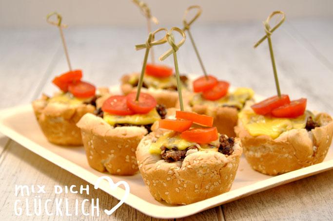 Cheeseburger Muffins Veggie Style, vegetarische bzw. vegane Muffins mit falscher würziger Hackfleischfüllung und Käse überbacken, der Knaller auf dem Buffet, aus dem Thermomix