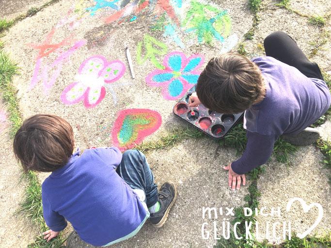 Flüssige Straßenmalkreide selbst gemacht für Kinder, Outdoor Malfarbe für Kinder