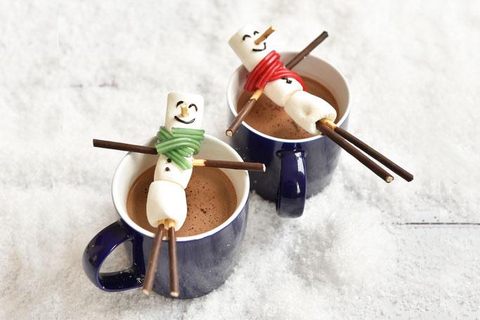 Heiße Schokolade mit Marshmallow Schneemann
