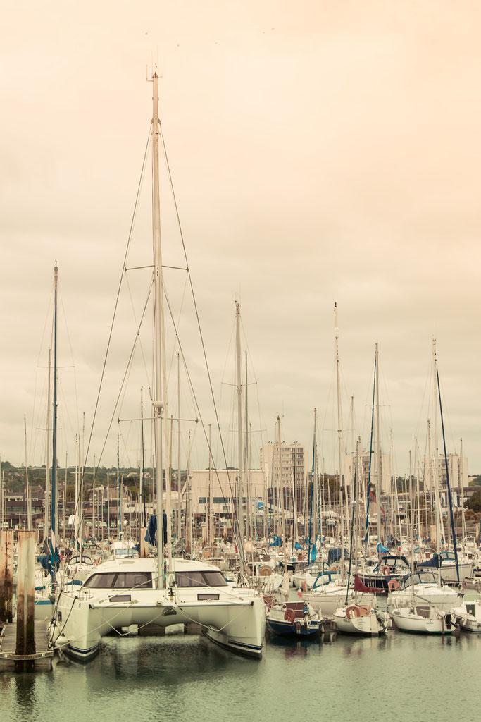 Der Jachthafen in Cherbourg-en-Cotentin der in Normandie