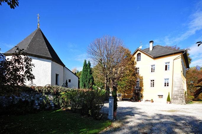 Der Kirchhof in Niederalm. Foto: Ralf Roletschek