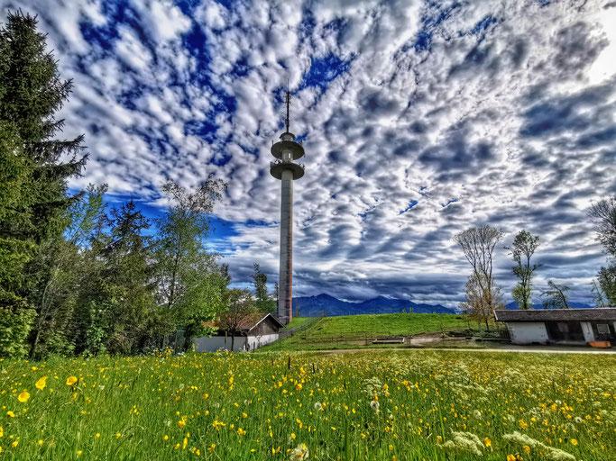 Der Funkturm bei Einham ist von Weitem zu sehen und lädt zu einem schönen Spaziergang ein.