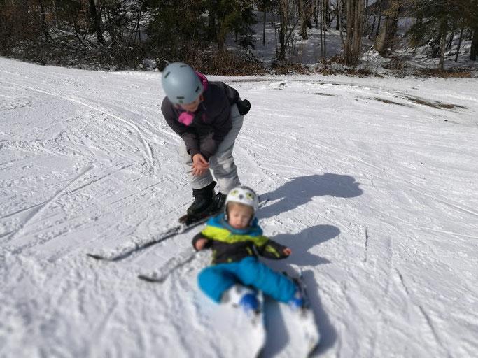 Anfangs lagen wir mehr im Schnee als unsere Ski