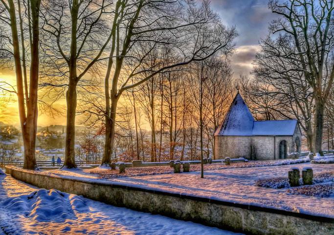 So romantisch der Ort gelegen ist - nicht vergessen, dass es sich um einen Friedhof handelt.