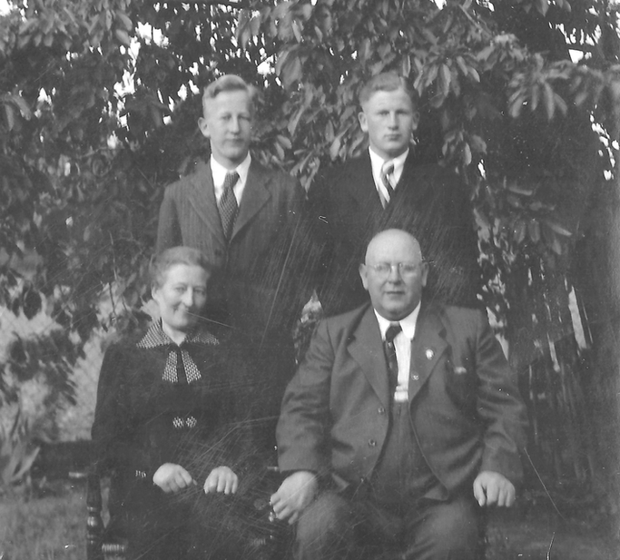 Familie Josef Meyer um 1940 - (Günter Meyer senior oben links, Josef Meyer unten rechts)