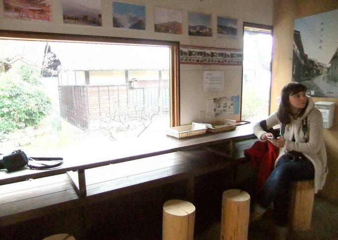 Dans la cabane du voyageur, nous testons le spot wi-fi gratuit : ça marche !