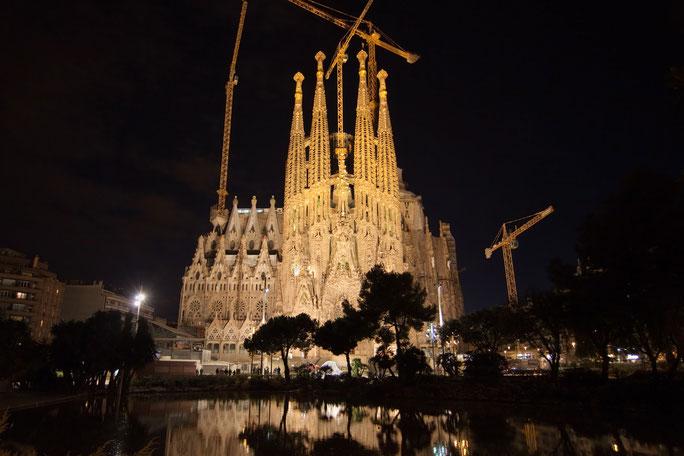 Sagrada Familia mit Baukränen bei Nacht; Kurtz Detektei Trier, Detektiv Trier, Privatdetektiv Luxemburg