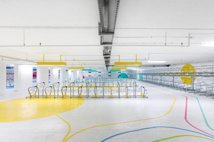 Nachher: Die Station schafft Raum für 680 Fahrräder, darunter auch Stellplätze für Cargobikes, Liegeräder und Fahrradanhänger. Foto: www.tafkal.de