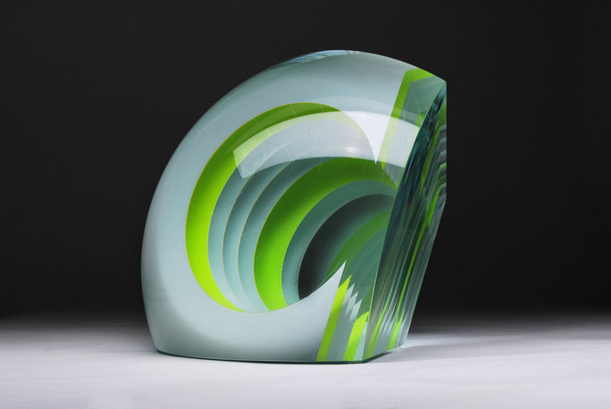White Fission  | cut, ground, hand polished glass | 30 x 30 x 23 cm  | 2015 | ●