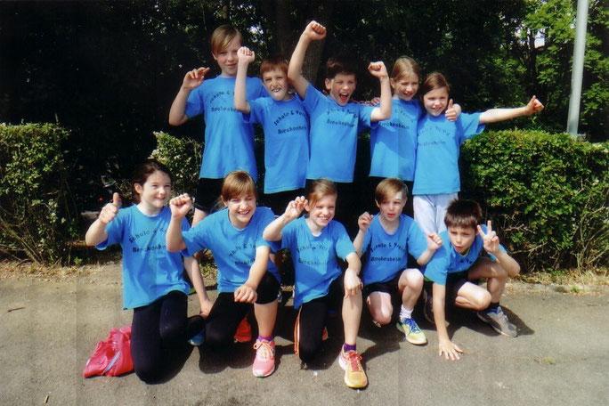 Foto: Die Breckenheimer Grundschulmannschaft bejubelt ihren großen Erfolg