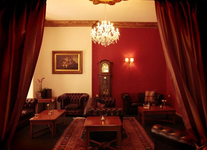 Chesterfield Möbel im Kaminzimmer zum Relaxen