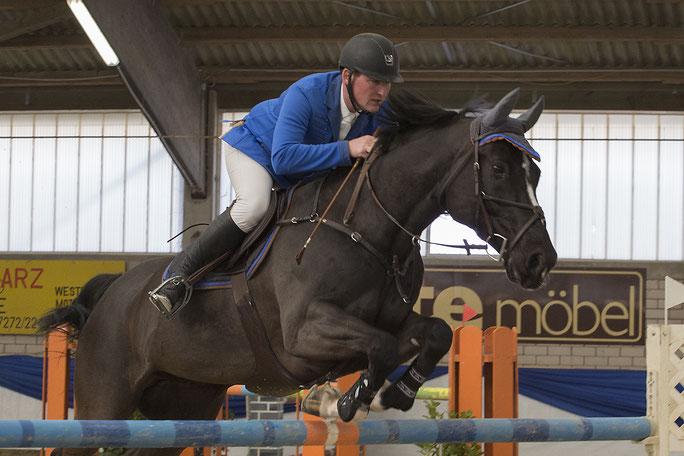 Lokalmatador Michael Hoffmann wird auch dieses Jahr mit seinem Erfolgspferd um den Sieg im Großen Preis kämpfen.