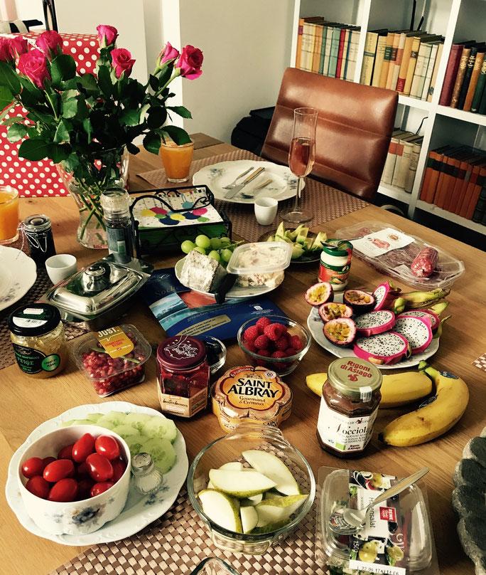 Geschenkidee zum Muttertag: Sektfrühstück ganz gemütlich bei Dir zu Hause – by Kamikatze Design Berlin