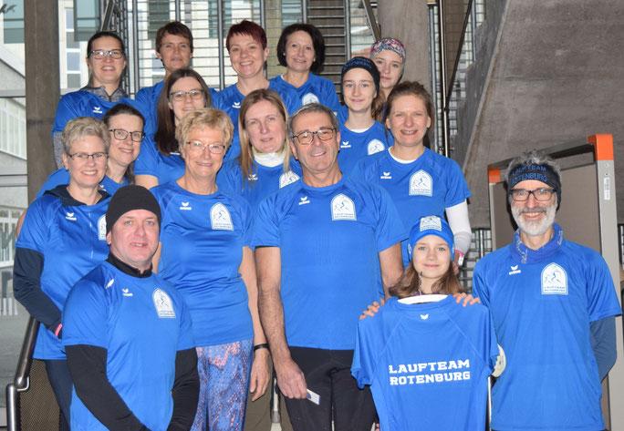 Laufteam Rotenburg mit neuen Trikots in Königsblau