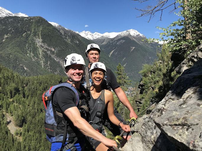 KLETTERSTEIGEN: Die schönsten Klettersteige der Alpen sind in Österreich. Voll im Trend liegen Sie beim Klettersteigen,  an der der Kletterwand fühlt Jung und Alt die erregende Kraft der Natur. Wir bringen Sie sicher hinauf.  Preis: € 40,--