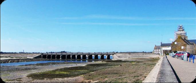 Le pont des 13 Arches, sur le Havre de Portbail