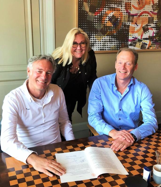 De oprichters van Stichting De Nieuwe Tandarts. In het midden Ira van Eelen, rechts Arie Riem en links Jan Henk Nawijn