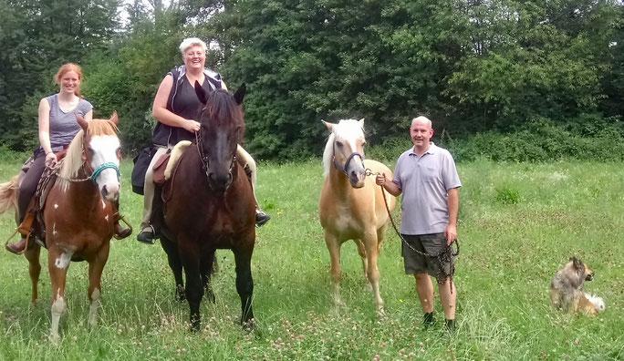 Laura und Joe, ich und Willi, Gerret mit Amor und Buddy :-)