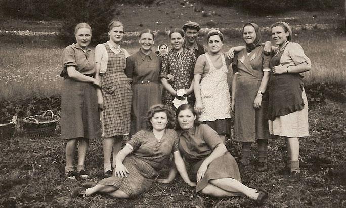 Signore e signorine russe, impiegate nelle torbiere di Sagne-Vuagnard durante la guerra 39-45