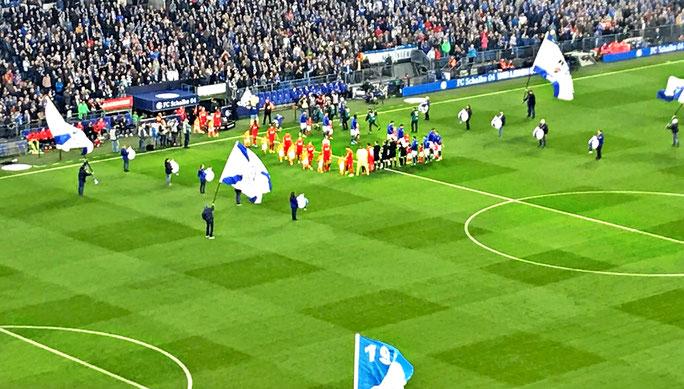 Kurz vor dem Anpfiff auf Schalke (Bild: Stephan Fett)