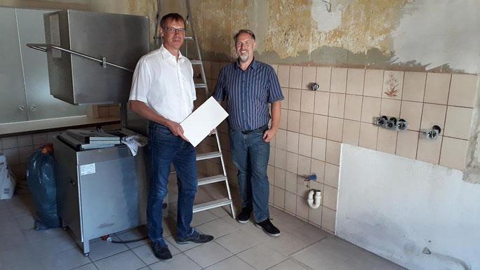 Fördervereinsvorsitzender Dr. Christian Waschke und Michael Schneider (v.l.) auf der Baustelle