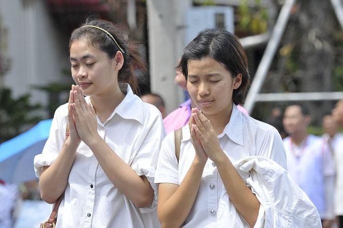 タイ人女性、タンブン、