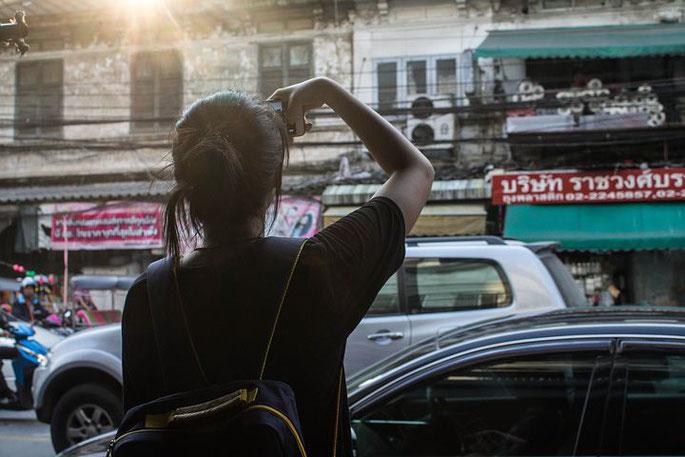 日本人女性、タイ、街並み、