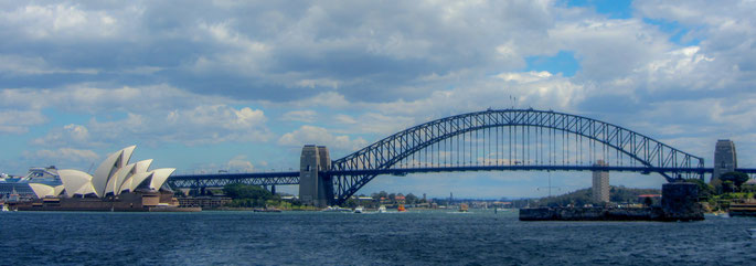 Entering in the Sydney Harbor ...