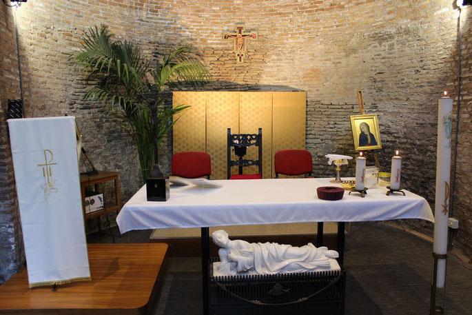 Feier der Heiligen Messe in der Kapelle von San Callisto