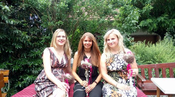 Meli, Sandra und Susn genießen eine Feier zur Abwechslung auch als Gäste