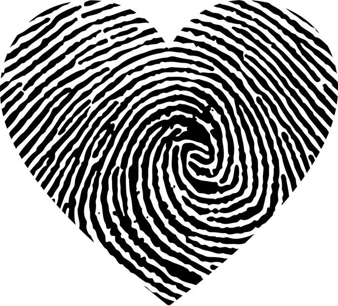 Fingerprint Bestattungslexikon, lexikon-bestattungen, Bestattungsdienste, Bestattungsbedarf Ein Fingerabdruck, in ein Schmuckstück eingearbeitet, ist ein wertvolles Andenken für die Ewigkeit.