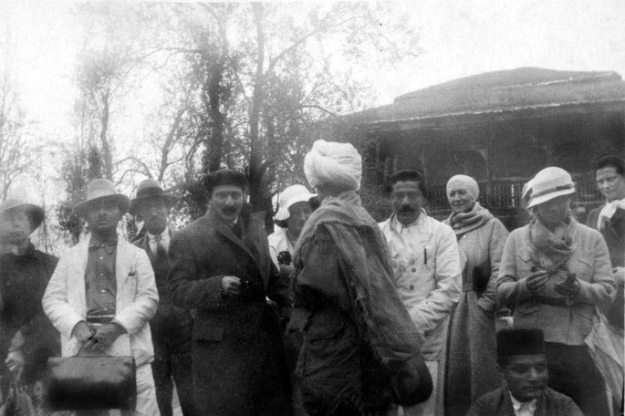 1930s - Havan, Kashmir, India ;  Kaka centre holding bag next to Baba