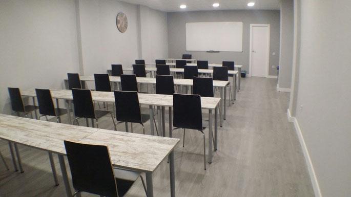 Aula de formación en Móstoles Madrid. Disponible para alquiler y uso puntual.