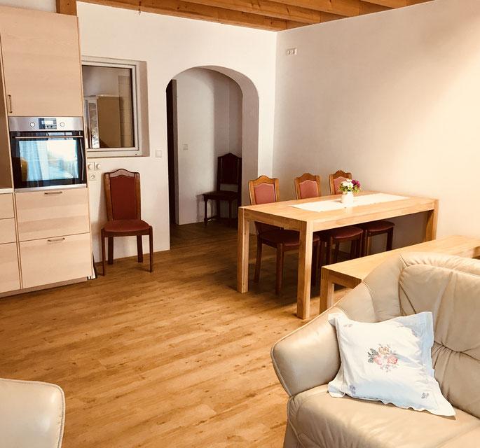 Esszimmer und Wohnzimmer im Ferienhaus FerienTurm