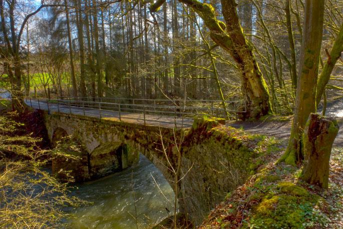 Bruchsteinbrücke bei Heuzert