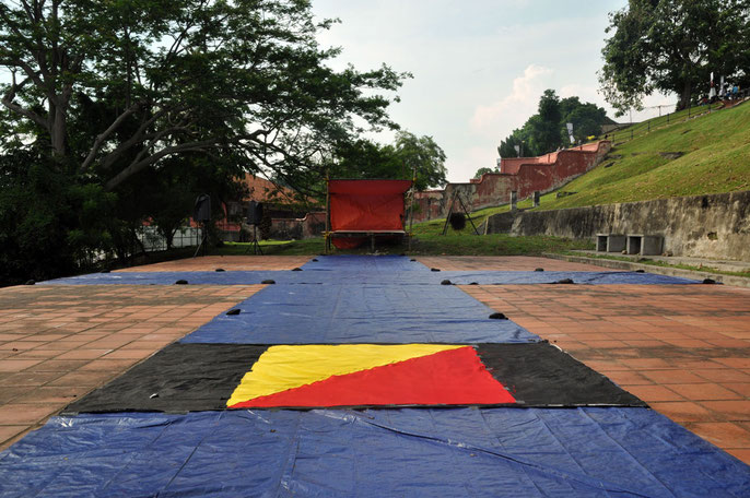 Alsion Eggleton tailors Man Overboard flag as Plan B - immigration raid imobilises Soong Ro Ger and Andy Lim Kah Meng and raft rebuild for site is doubtful, Nov 20, 2014, St Pauls Hill, Melaka